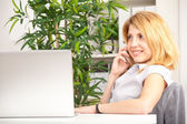 Woman talking on cell-phone — Stock Photo