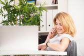 Woman speaking on phone — Stock Photo