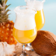 cocktail av ananas, Rom, likör — Stockfoto #30434983