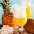 cocktail av ananas, Rom, likör — Stockfoto
