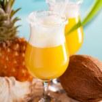 cocktail di ananas, rhum, liquore — Foto Stock