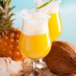 cocktail d'ananas, rhum, liqueur — Photo