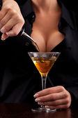 Barmaid mixing drink — Stock Photo