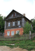 Old brick and wooden house in Sviyazhsk — Stockfoto