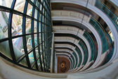 La ventana y lustre en hotel — Foto de Stock