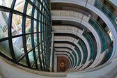 Fönstret och lyster i hotel — Stockfoto