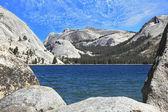 Tioga blue lake — Stock Photo
