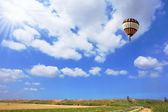 Scenic hot air balloon in free flight — Stock Photo