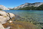 Magnificent huge lake on pass Tioga — Stock Photo