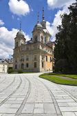 Herrlichen alten park und palast — Stockfoto