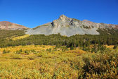 Quiet clear autumn day in mountains — Stock Photo