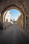 Arch and narrow street in the eternal Jerusalem — Stock Photo