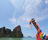 Native bateau sur une plage de sable en thaïlande — Photo