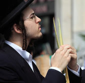The young Orthodox Jew before the Sukkot — Stock Photo
