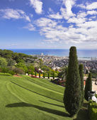 Bahay gardens and the sea — Stock Photo