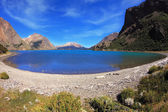 Thel blue lake surrounded by mountains. — Stock Photo