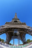 The Eiffel Tower and bright blue sky — Stock Photo