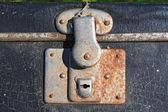 さびた古い小型スーツケースのロック — ストック写真