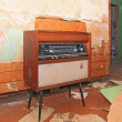 Foto Stock: Old radio in grunge interior