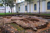 Eski zaman bina yakınındaki tarihi kazı — Stok fotoğraf