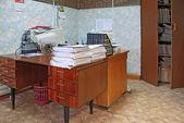 Tas des papiers sur la table au bureau — Photo