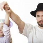 Man in Jewish hat and girl in skullcap. — Stock Photo