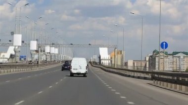 Driving on the bridge named after the sixtieth anniversary of victory. Omsk. Russia. — Stock Video