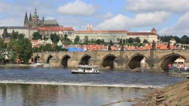 Karluv most (puente medieval en praga, en el río vltava). — Vídeo de Stock