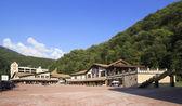 Rosa chutor alpské středisko v krasnaya polyana. — Stock fotografie