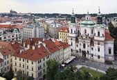 Church of St. Nicholas in Prague. View from the Old Town Hall. — Foto de Stock