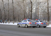 Police cars on a city road. — Stockfoto