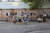 Indians sing and dance in the center of Moscow. — Stock Photo
