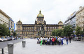 Group of tourists near the National Museum of Prague. — Stock Photo