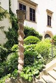 雕刻的木竿,城堡科诺皮什捷 — 图库照片