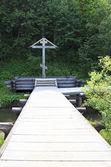 Memorial cruz na chave gremyachiy cachoeira. — Foto Stock