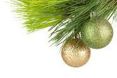 рождественские безделушки на елочка — Стоковое фото