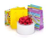 Barevné dárkové tašky a krabice — Stock fotografie