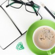 Coffee cup and office supplies — 图库照片