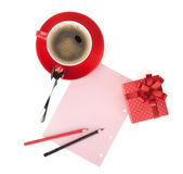 Red coffee cup, gift box and love letter — Stock Photo