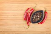 Czerwona ostra papryka i pieprzu — Zdjęcie stockowe