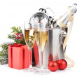 Christmas champagne and gift box — ストック写真