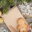 Christmas decor and blank notepad — ストック写真