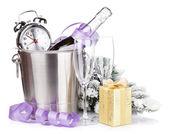 Champagne de Navidad en balde y la caja — Foto de Stock