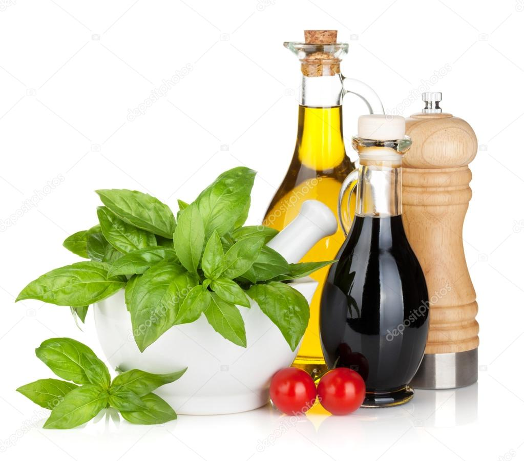 olive oil and vinegar bottles with basil and tomatoes — stock  - olive oil and vinegar bottles with basil and tomatoes — stock photo