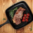 Sirloin steak with rosemary and cherry tomatoes — Stock Photo #40075229