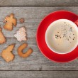 Coffee cup and gingerbread cookies — Stock Photo