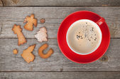 Coffee cup and gingerbread cookies — Photo