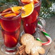 Christmas mulled wine with spices, gingerbread and snowy fir tre — Stock Photo