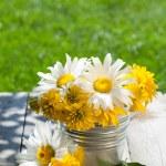 Fresh garden flower bouquet — Stock Photo