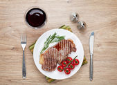Sirloin steak on a plate — Foto de Stock